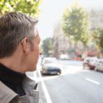 Hörgerät gegen Tinnitus: Wie Sie mit einer Hörhilfe das Ohrgeräusch leiser machen